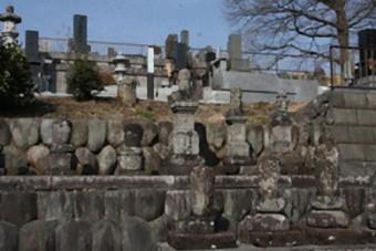 内藤景定の墓といわれている宝篋印塔